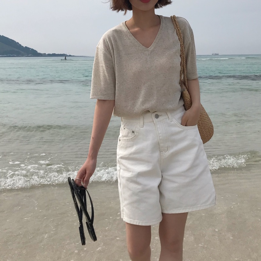 Linen short sleeve V-neck knit top in Ivory / Oatmeal