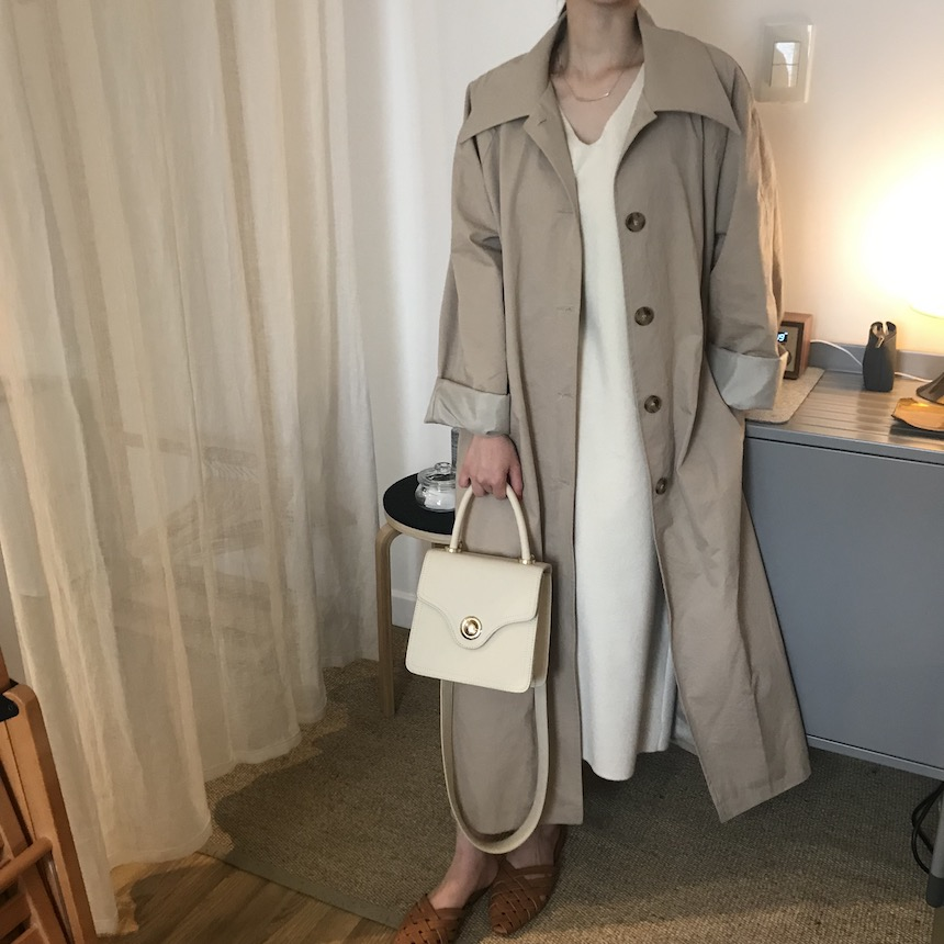 London trench coat in dark beige / soft cream
